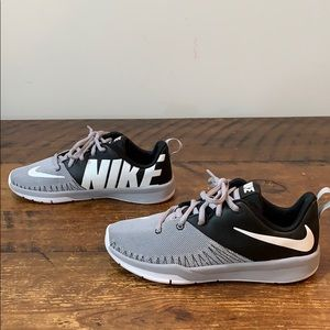 Nike Shoes - Nike Team Hustle D7 Running Shoes  Size 3Y